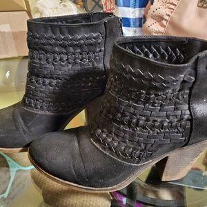 Fergalicious Black Ankle Booties side zip size 8!!